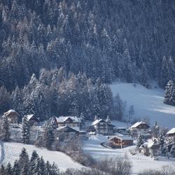 Ansicht vom Ronacherhof und Umgebung mit der Sonnwiesenabfahrt